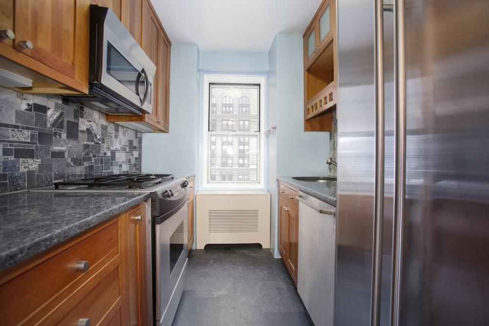79 West 12th Street, 8A